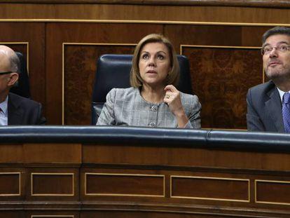 Los ministros Montoro, Cospedal y Catala en el pleno del Congreso de los Diputados.