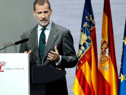 El Rey Felipe VI interviene durante la inauguración del XXI Congreso Nacional de la Empresa Familiar. En vídeo, declaraciones de Laura Borràs, este viernes.