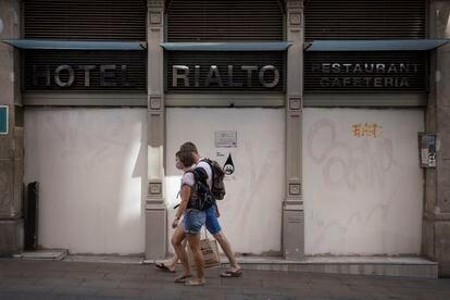 El Hotel Rialto cerrado en el centro de Barcelona