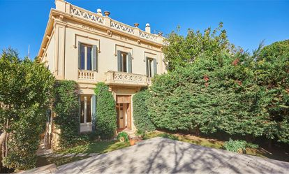 Luxury home in Barcelona, with seven rooms and a large plot.