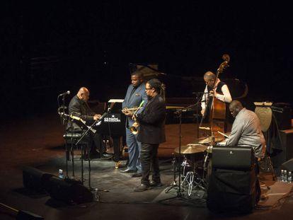 El quinteto liderado por el pianista Kenny Barron, el sabado por la noche en el Jazzaldia, en San Sebastián.