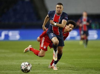 Mbappe corre ante Sané durante la vuelta de los cuartos de la Champions este martes en París.