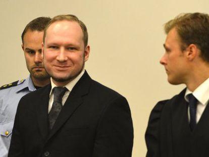 Anders Behring Breivik a su llegada al tribunal para escuchar el veredicto donde ha sido declarado culpable.