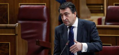 El portavoz del PNV, Aitor Esteban, durante la sesión de control al Gobierno.