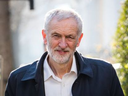 Corbyn aleja la sombra de nuevas dimisiones de diputados, después de que siete de ellos desertaran para crear un nuevo grupo político