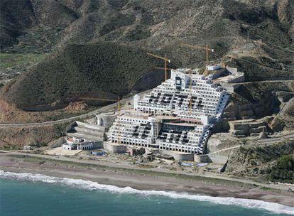 Vista aérea del Hotel en El Algarrobico, en el Parque Natural de Cabo de Gata.
