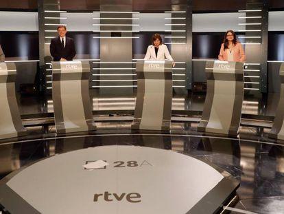 Los candidatos a la presidencia de la Generalitat Valenciana, desde la izquierda: Rubén Martínez Dalmau (Podemos), Ximo Puig (PSOE-PSPV), Isabel Bonig (PPCV),Mónica Oltra (Compromís) y Toni Cantó (Ciudadanos)