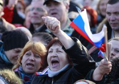 Manifestantes prorrusos en Yevpatoria.