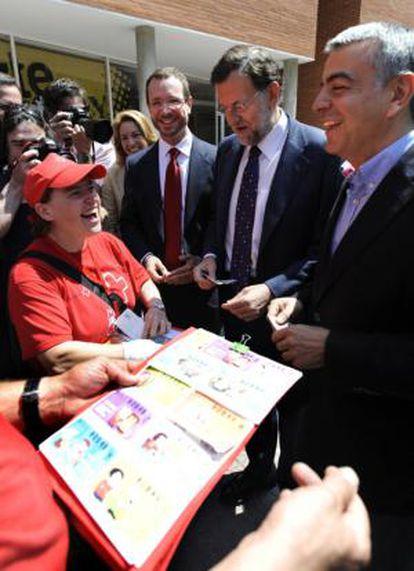 Mariano Rajoy y Javier Maroto en un acto de campaña en Vitoria.