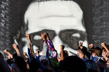 Protestas ante un mural en honor a George Floyd en Minneapolis, en una imagen de archivo.
