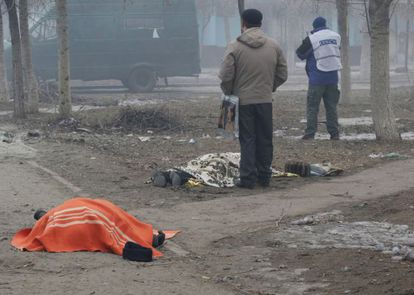 Dos muertos tras el ataque contra un área residencial en Mariúpol, en Ucrania.