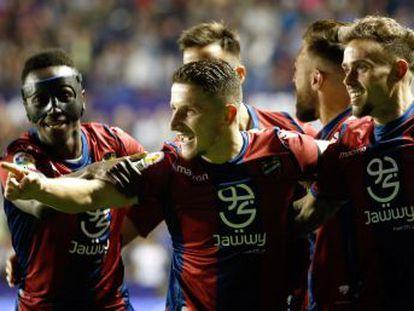 Los azulgrana pierden su condición de invictos en la Liga en la penúltima jornada después de un alocado y vibrante partido en el Ciutat de Valencia