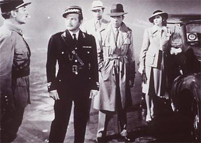 Fotograma de la célebre escena del aeropuerto de la película 'Casablanca'.