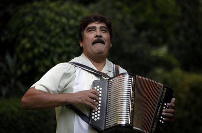 Imagen de archivo del músico fallecido durante una conferencia de prensa en CDMX en 2009