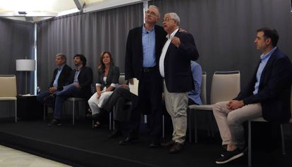 Sardà junto a representantes políticos y del gremio de restauradores