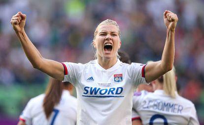 Ada Hegerberg celebra el tercer gol del Lyon.