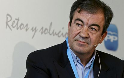 Álvarez Cascos, en una fotografía tomada en mayo de 2010.