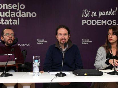 Pablo Echenique, Pablo Iglesias y Noelia Vera, ayer, en el Consejo Ciudadano Estatal de Podemos.