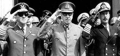 Pinochet se autoproclama jefe de la nación.