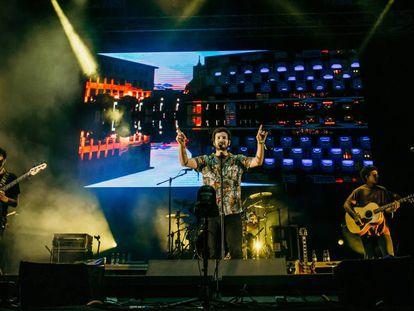 Taburete durante su actuación el festival Riverland (Asturias) este agosto. En vídeo, entrevista a Willy Bárcenas y Antón Carreño.