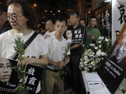 Manifestación en homenaje a Liu Xiaobo en Hong Kong tras conocerse su muerte.