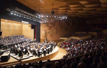 Concierto de la Sinfónica de Galicia bajo la dirección de López Cobos.