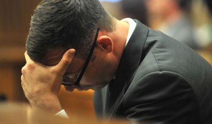Oscar Pistorius en el juicio por el asesinato de su exnovia.