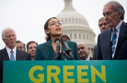 Alexandria Ocasio-Cortez, este jueves, durante la presentación del 'New Green Deal'.