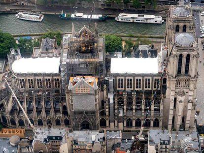 Vista aérea de la catedral de Notre Dame del pasado miércoles, 12 de junio. En vídeo, Notre Dame oficiará su primera misa dos meses después del incendio.