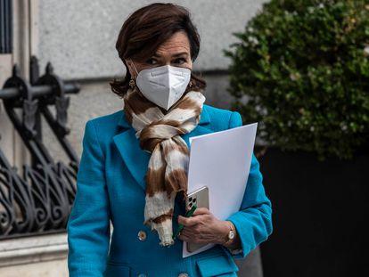 La vicepresidenta primera del Gobierno, Carmen Calvo, a su llegada a la sesión de control al Gobierno este miércoles en el Congreso, la primera tras el fin del estado de alarma.