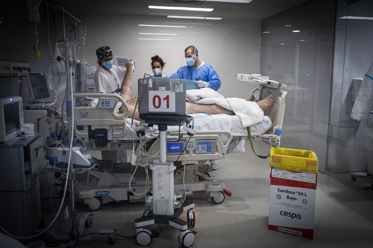 Cuidados intensivos en el hospital Isabel Zendal de Madrid este lunes.