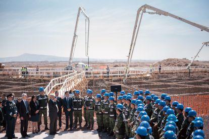 Lopez Obrador habla durante una durante una visita a la construcción del aeropuerto en la Base de la Fuerza Aérea Santa Lucía.
