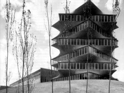 La torre de los laboratorios Jorba en Madrid, conocida como Pagoda de Fisac.