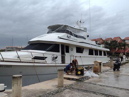 El barco M.O.I. Guadalupe a punto de zarpar el 11 de septiembre de 2021, para llevar ayuda humanitaria tras el terremoto en Haití.