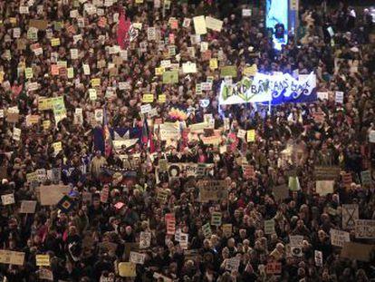 """La falta de acción de los Gobiernos contra el calentamiento global saca a la calle a los manifestantes. """"Los líderes nos están traicionando"""", lamenta la joven activista sueca"""