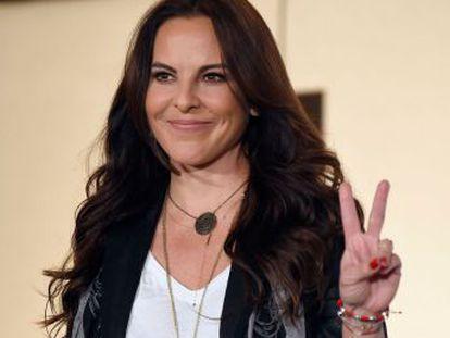 La actriz regresa a México después de casi tres años de exilio en EE UU tras el escándalo de su encuentro con el narco en plena fuga y pide una indemnización al Gobierno mexicano de 60 millones de dólares