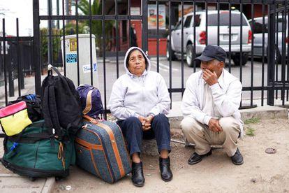 Mexicanos en la garita de San Ysidro, en la frontera con Estados Unidos.