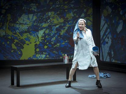 Carmen Machi en la obra 'La pintora de Las Meninas' da vida a una monja.