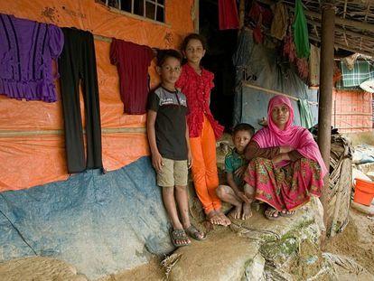 Una familia en Bangladés, uno de los países más afectados por la neumonía.