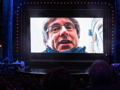 Carles Puigdemont en la gala de los Gaudí. En vídeo, declaraciones de su abogado.