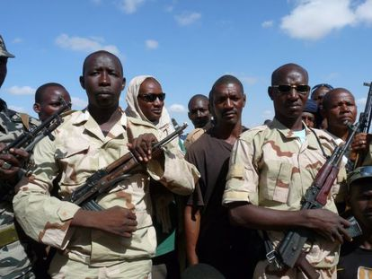 Un grupo de 300 civiles malienses que recibe formación militar, en Mopti.