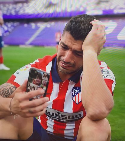 Luis Suárez, con lágrimas en los ojos tras conseguir el título de Liga.