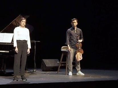 Ensayo de 'Yo soy el que soy', con el pianista Gaby Goldman, la actriz Verónica Roldán y el violinista Aaron Lee.