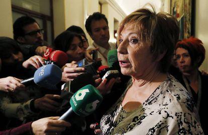 Celia Villalobos, el pasado 10 de mayo a su llegada a la reunión de la Mesa de la Diputación Permanente.