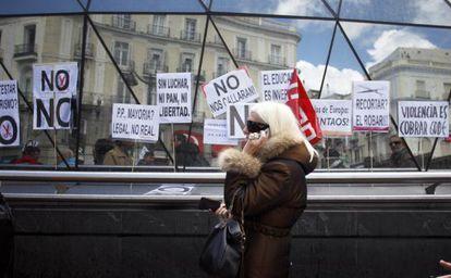 Manifestación el pasado abril en Madrid para exigir al Gobierno que no aplicase recortes en servicios públicos como sanidad o educación. / Álvaro García