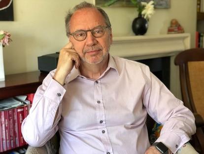 El virólogo e investigador belga, Peter Piot, que ha pasado los últimos 40 años siguiéndoles la pista a distintos virus y luchando contra ellos.