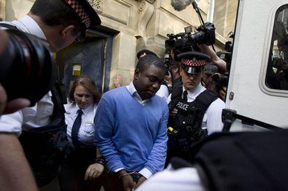 Kwaku Adoboli, a su salida de la Corte de Magistrados de Londres.