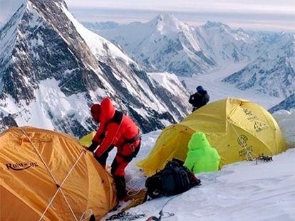 La expedición nepalí, durante una jornada del ascenso al K2.