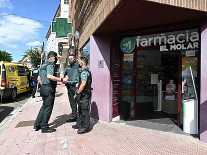 La farmacia en la que se ha refugiado una de las mujeres apuñaladas por Noelia de Mingo, este lunes en El Molar.
