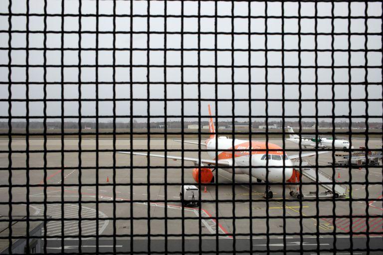 Avión de EasyJet parado en el aeropuerto berlinés de Tegel como consecuencia de la crisis del coronavirus.